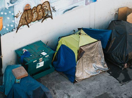 hajléktalan sátor
